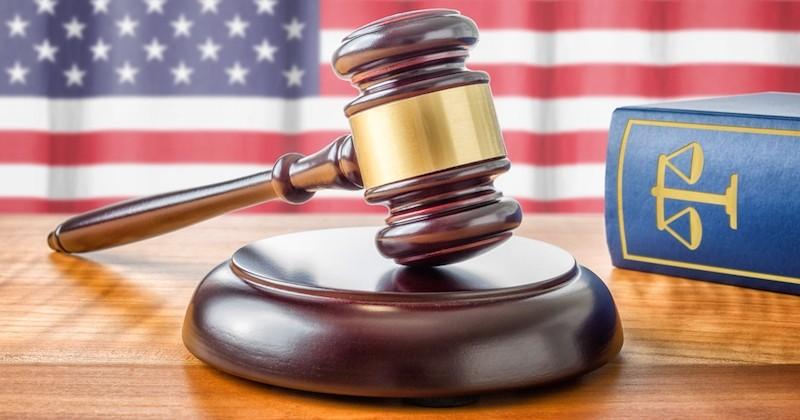 Aux États-Unis, un père obtient l'autorité parentale sur l'enfant de sa victime qu'il avait violé