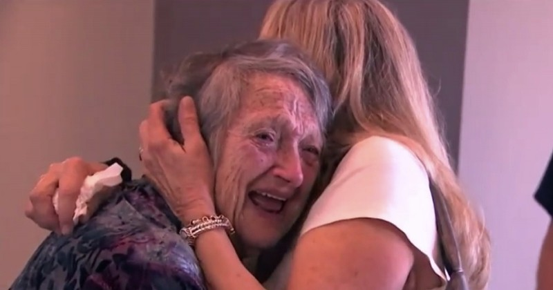 69 ans après, elle retrouve sa fille qu'elle croyait morte à la naissance, grâce à un test ADN