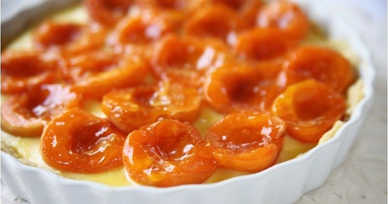 La jolie tarte aux abricots caramélisés et à la crème