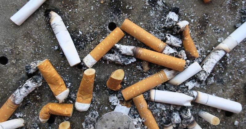 La région de Bruxelles envoie la facture de la pollution des mégots aux industriels du tabac