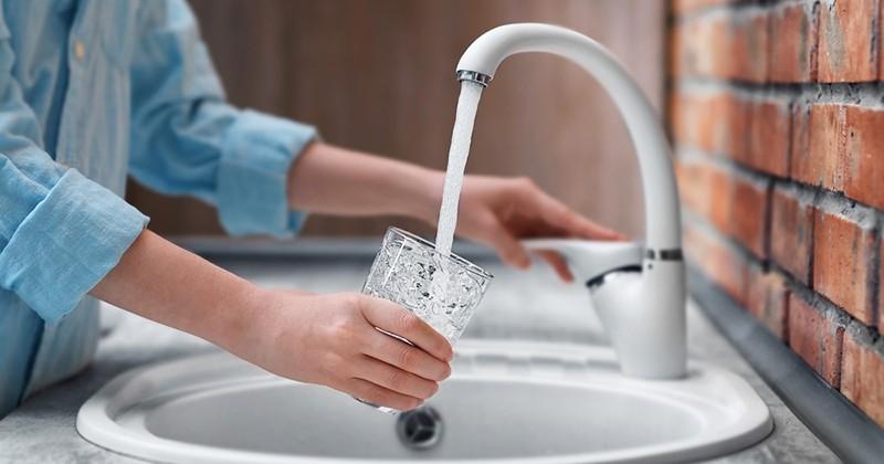 Une association dénonce une « contamination radioactive » de l'eau potable en France