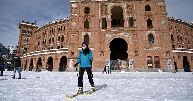 Ski, batailles de boules de neige : la tempête de neige impressionnante qui a recouvert Madrid a fait la joie des habitants