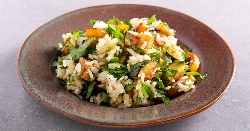 Salade de riz aux avocats et courgettes