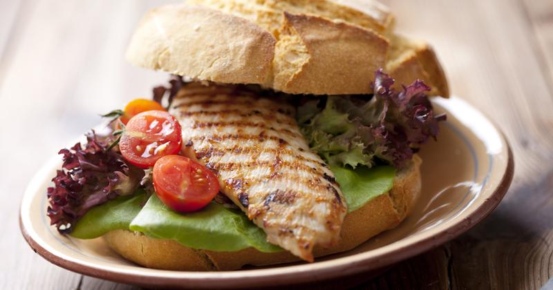Sandwich healthy au poulet grillé