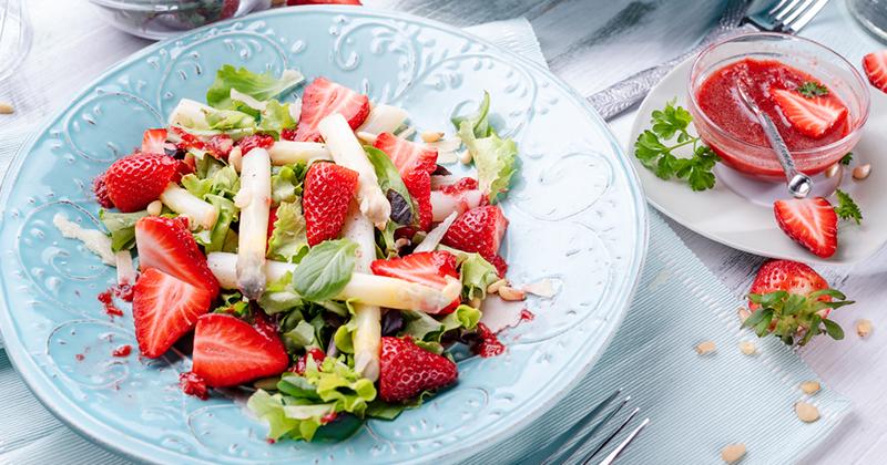 Salade de fraises et asperges