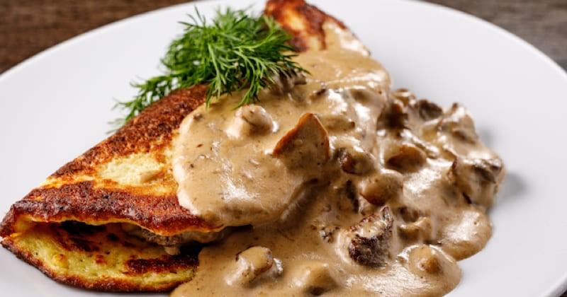 pancakes avec crème aux champignons