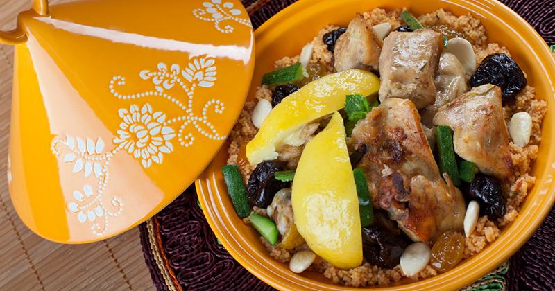Un tajine de poulet aux abricots et citrons confits, parfaits pour émoustiller les papilles !