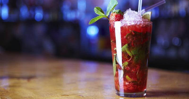 Cocktail vodka tonic à la fraise