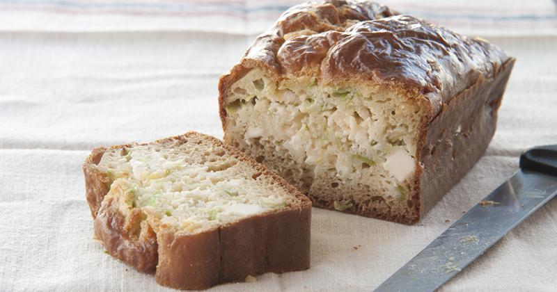 Cake à la truite aux poireaux et feta