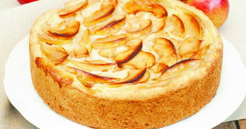 Un gâteau aux pommes et au fromage blanc tout moelleux pour le plaisir des gourmands !