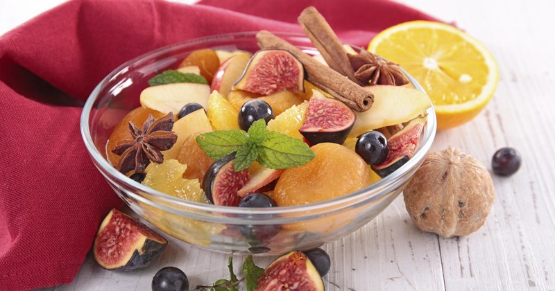 Salade d'oranges, figues et raisins aux noix