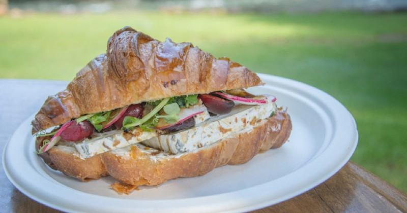 sandwich croissant au brie