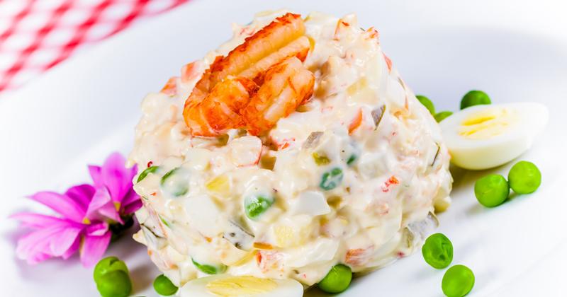 Esta ensalada de patatas con gambas seducirá a los gourmets con su textura cremosa