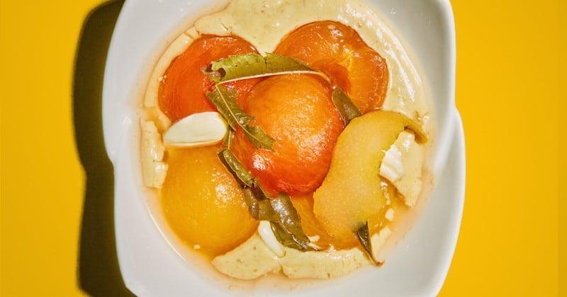 prunes jaunes au sirop, crème diplomate verveine et amandes fraîches