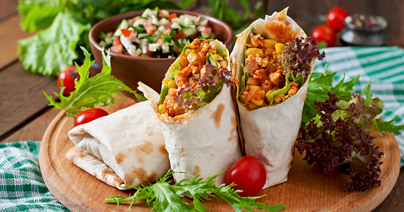 Wrap au poulet kebab et aux légumes rôtis
