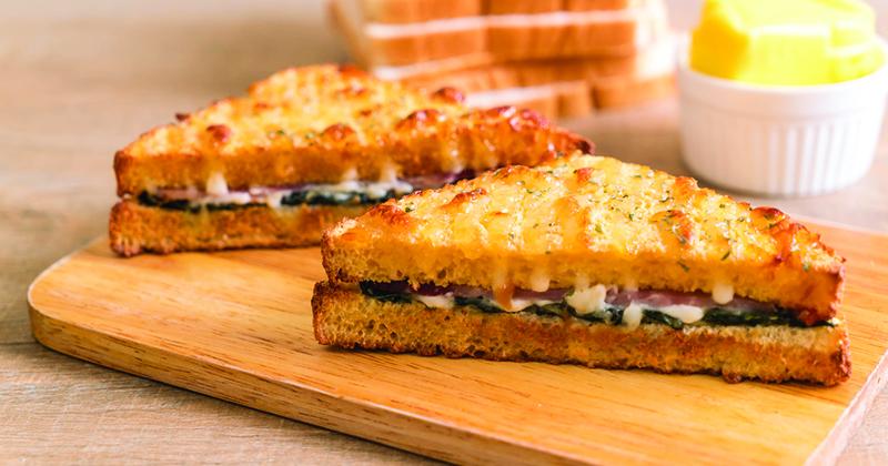 Croque-monsieur aux épinards et fromage à raclette