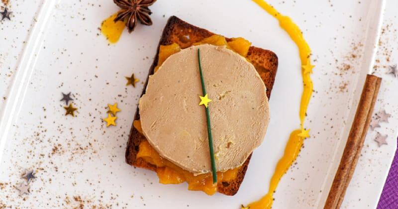 toasts de pain d'épices, foie gras et chutney à la mangue